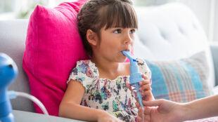 Życie z astmą a smog. Jak sobie radzić