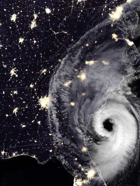 Nocne zdjęcie satelitarne huraganu Dorian z 5 września (NASA)