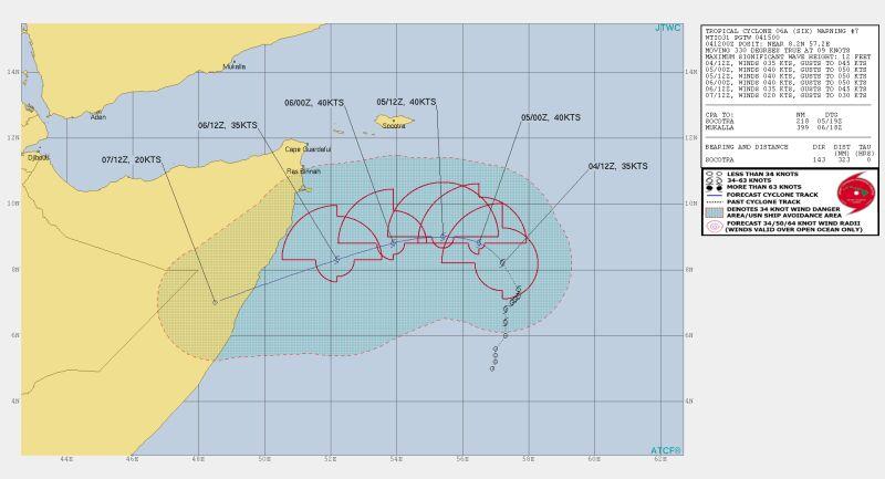 """Prognozowana trasa przejścia cyklonu """"Sześć"""" (Joint Typhoon Warning Center)"""