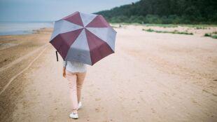 Prognoza pogody na dziś: na zmianę deszcz i słońce. Miejscami upalnie